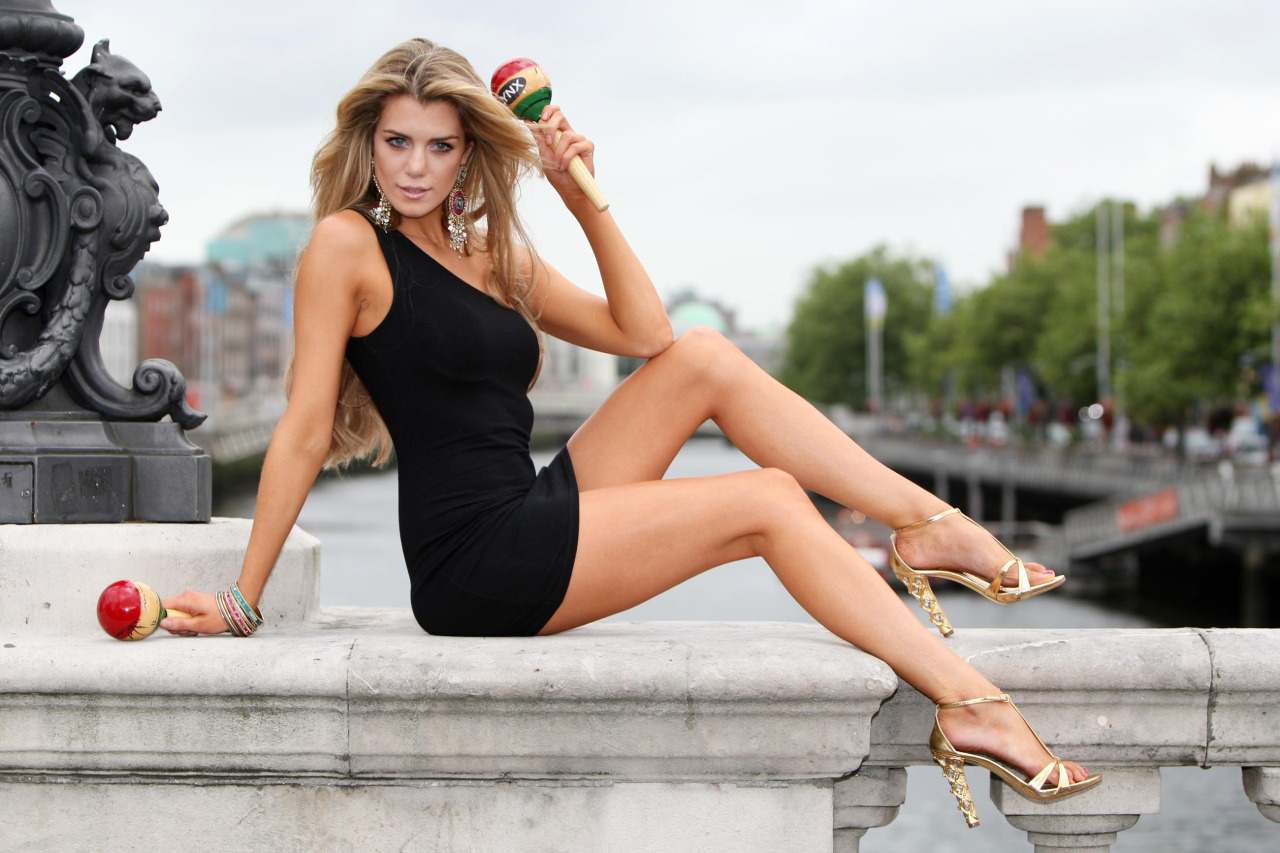 Leg Fashions - the guide to the hottest in classy leg styles